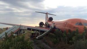Guarda la versione ingrandita di YOUTUBE Russia, aereo finisce fuori pista durante atterraggio