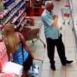 Russia, anziano filma sotto le gonne al supermercato