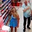 Russia, anziano filma sotto le gonne al supermercato4