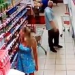 Russia, anziano filma sotto le gonne al supermercato2
