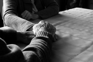 Brescia, alimenta marito col latte: ma lui è morto da due mesi