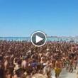 """Salento, in mille cantano sulla spiaggia """"Andiamo a comandare5"""