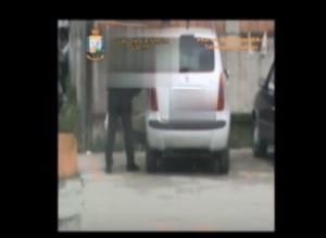 VIDEO YOUTUBE Salerno, falso invalido filmato mentre guidava