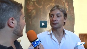 """YOUTUBE Andrea Gnassi, sindaco di Rimini, al giornalista: """"Pensa alle fogne"""""""