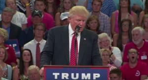 """YOUTUBE Donald Trump: """"Chi ha le armi potrebbe fermare Hillary Clinton"""""""