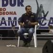 """Matteo Salvini con la camicia della polizia. Agenti: """"Inaccettabile"""""""