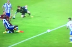 Guarda la versione ingrandita di Porto-Roma, Dzeko fallisce gol a porta vuota