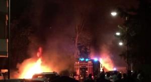 YOUTUBE Tirrenia, esplosione sul litorale: a fuoco camper e auto