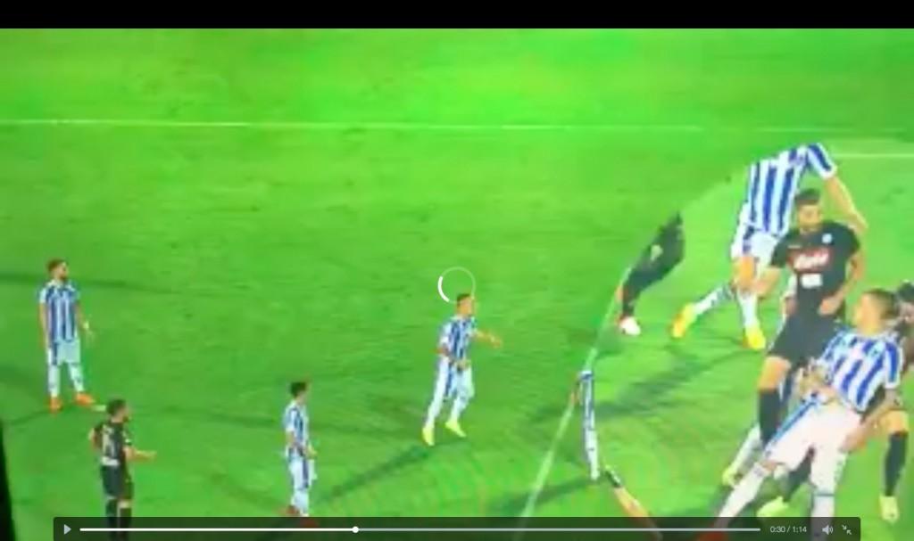 Pescara-Napoli, rigore concesso a Zielinski e poi tolto da arbitro Rocchi VIDEO