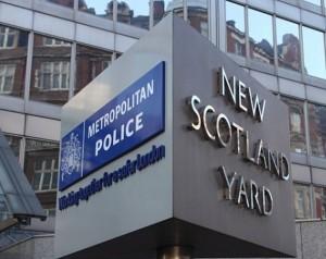"""Scotland Yard nei guai: """"Ha usato leggi anti-terrorismo per spiare ex detective"""""""