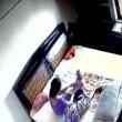 YOUTUBE Madre picchia la figlia neonata: ripresa dalle telecamere 3