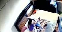 YOUTUBE Madre picchia il figlioletto: ripresa dalle telecamere