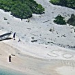 SOS sulla sabbia: così naufraghi salvi su un'isola della Micronesia FOTO 2