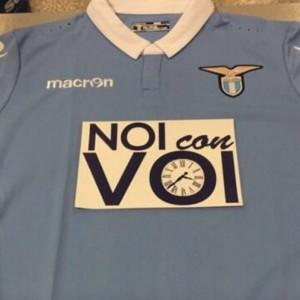 Guarda la versione ingrandita di Lazio, maglia pro terremotati (FOTO) contro Juventus: