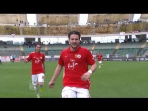 Bari, contestato Riccardo Maniero: ferita la mamma in tribuna