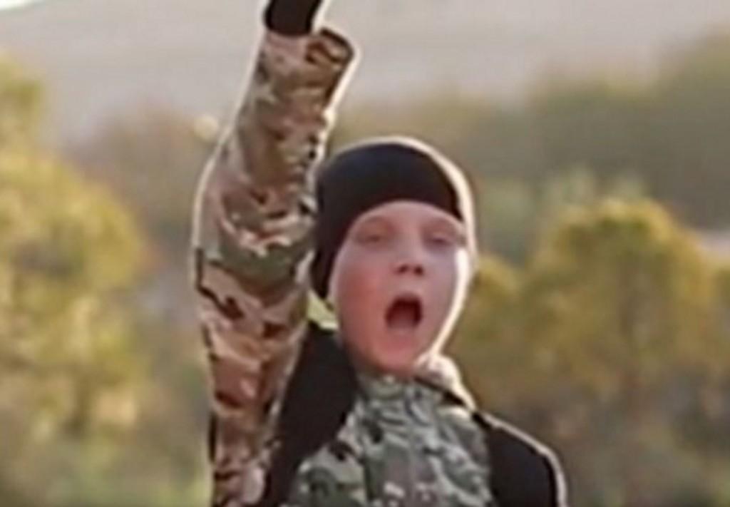 """Isis, video con bimbi boia. Un britannico: """"Quello è mio figlio"""" 3"""