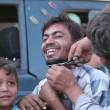 Siria, Manbij liberata Isis: barba tagliata, burka bruciato7