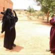 Siria, Manbij liberata Isis: barba tagliata, burka bruciato3