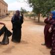 Siria, Manbij liberata Isis: barba tagliata, burka bruciato2