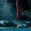 Surf attorno al vulcano attivo, l'impresa di Alison Teal