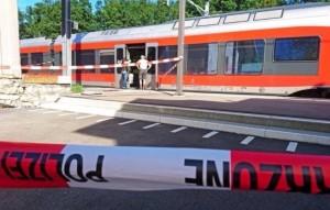 Guarda la versione ingrandita di Svizzera, 27enne armato di coltello attacca passeggeri sul treno, 6 feriti FOTO