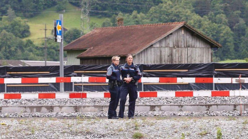 Svizzera, 27enne armato di coltello attacca passeggeri2