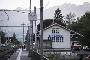 Svizzera, accoltella 6 persone sul treno222