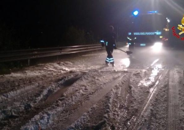Varese, maltempo grandine sembra neve2
