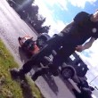 Automobilista getta a terra motociclista durante lite3