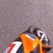 Automobilista getta a terra motociclista durante lite