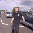 Automobilista getta a terra motociclista durante lite10