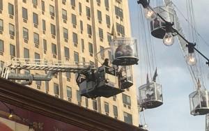 Giostra si ferma a 20 metri d'altezza