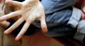 Abusi su minori, arrestato educatore giovanile. Lavorava nelle colonie estive