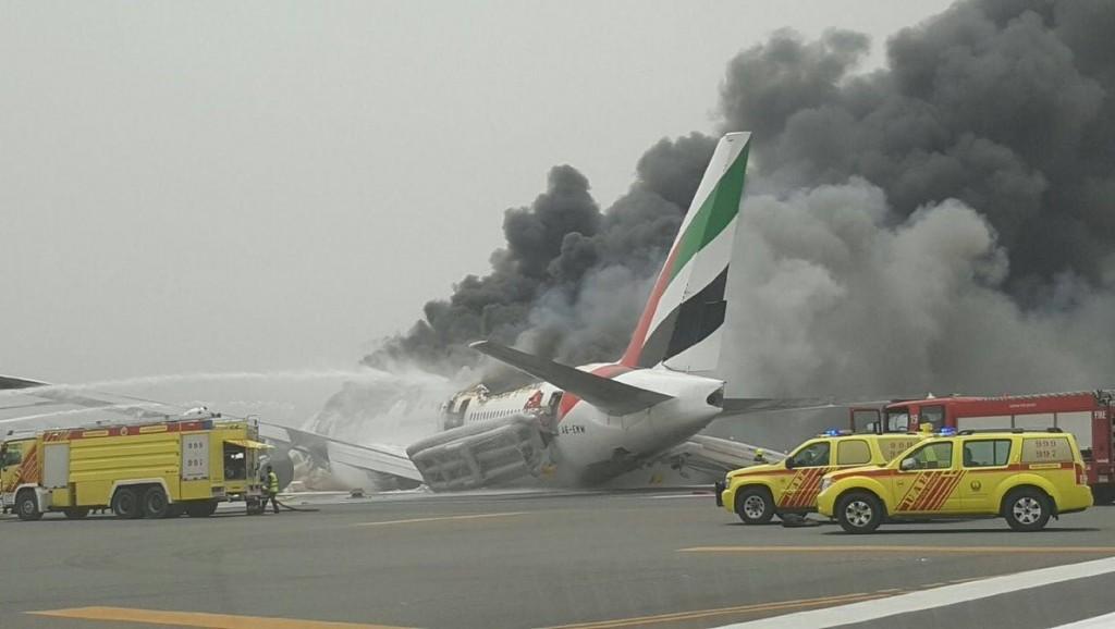 VIDEO YOUTUBE Aereo Emirates in fiamme: atterraggio di emergenza a Dubai