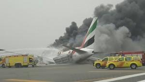 Guarda la versione ingrandita di VIDEO YOUTUBE Aereo Emirates in fiamme: atterraggio di emergenza a Dubai
