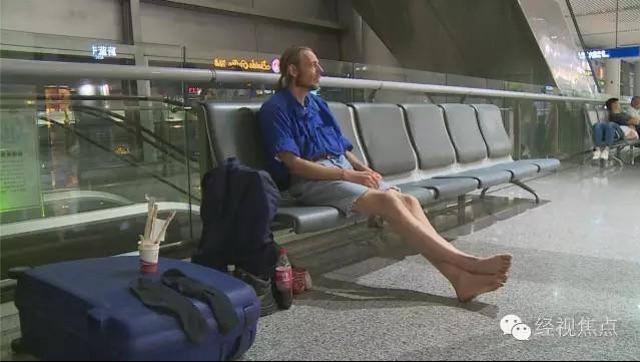 Da Olanda a Cina per lei, conosciuta online: aspetta 10 giorni in aeroporto e...05