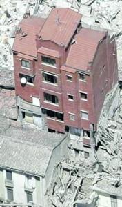 """Amatrice. Quel palazzo di 5 piani rimasto in piedi in Corso Umberto: """"Imprese locali, nessun risparmio sui materiali..."""""""