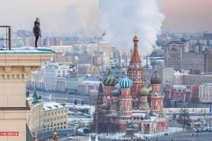 """Angela Nikolau, selfie da brividi: """"roofer"""" russa sui tetti del mondo"""