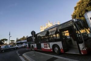 Roma: autista Atac rapina senegalese su un autobus
