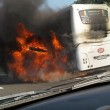 YOUTUBE Autostrada A1: bus in fiamme e incidente, traffico in tilt24