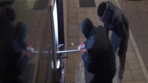 YOUTUBE Bancomat: furti con travi di ferro ed esplosivi. Fermata banda