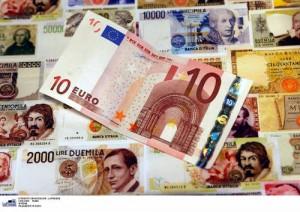 Guarda la versione ingrandita di Stipendi storti Italia: dipendente guadagna 1, capo 31 (foto d'archivio Lapresse)