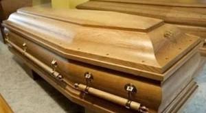 Lecce, anziano si compra la bara. Nipoti la scoprono solo dopo il funerale
