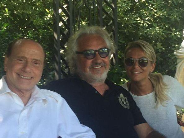 Silvio Berlusconi dopo operazione, Flavio Briatore posta foto della vacanza