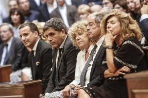 Luca, Gianni, Laura e Matilde, al fianco del marito Giovanni Minoli (ansa)