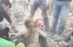 YOUTUBE Terremoto Pescara del Tronto, bimba di 10 anni estratta viva dopo 15 ore
