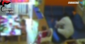 Guarda la versione ingrandita di Asilo nido Milano, VIDEO CHOC: educatrice picchia bambino