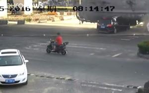 VIDEO YOUTUBE Camion che trasporta cemento finisce contro auto