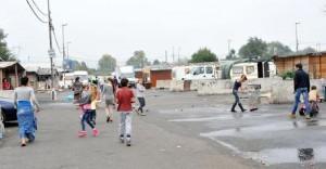 Roma, incendio al campo nomadi La Barbuta vicino aeroporto di Ciampino