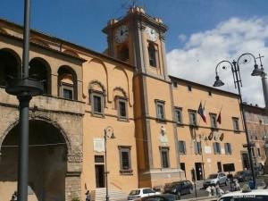 Capalbio, migranti accanto a ville lussi. Vip e intellettuali protestano